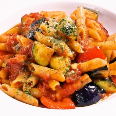 料理メニュー写真ゴロゴロ野菜とベーコンのアラビアータ