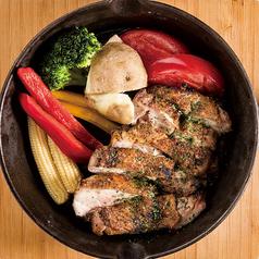 料理メニュー写真鶏と季節野菜の盛り合わせ