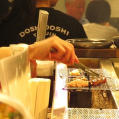 カウンターのお席でも炭火で焼肉をお楽しみ頂けます!