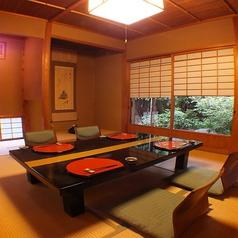 庭園の中に佇む離れのお部屋です。通称「茶室」。接待・お祝いの席に、庭園を眺めながらごゆっくりお過ごし下さいませ。お料理9000円~(御祝い事の場合8000円~)ご利用可能