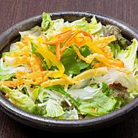 ●わんではお通しがヘルシーなサラダです。