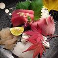 美味しい旬魚旬菜を取り寄せてお料理しております。器や盛り付けまでこだわり、お客様が喜んでいただけるサービスを意識しております。