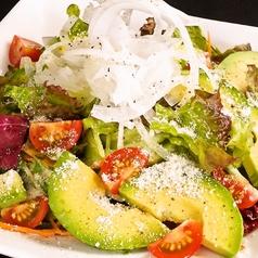 料理メニュー写真アボカドサラダ