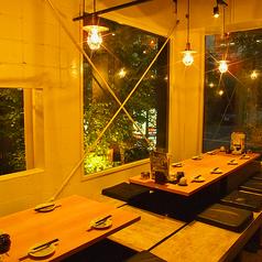 【窓側席は雰囲気漂う落ち着き空間♪】宴会にぴったり♪会社宴会・サークル・女子会・合コン等の各種ご宴会に◎様々なご宴会に最適な飲み放題付コースも多数ご用意しております。幹事様必見のクーポンも各種ご用意しています。詳細はコース・クーポンページをご覧ください♪