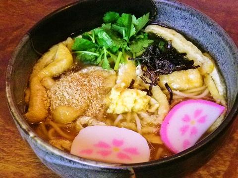 元治元年創業の老舗うどん屋、人気の看板メニューは細麺の「ささめうどん」!