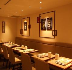 テーブルのお席はお一人様のランチ利用にも人気です。テーブルを並べて会社のご宴会にも♪
