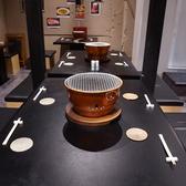 店内中央のテーブル席は普段使いから各種宴会でのご利用まで様々なシーンに対応!