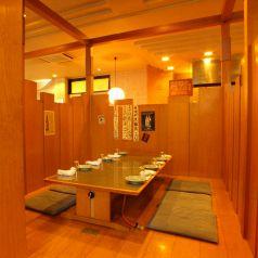 【2階】落ち着いた和風半個室。お食事会、少人数宴会に使えます。