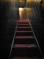狭~い階段をのぼると2階のお座敷席へ。
