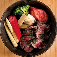 料理メニュー写真牛と季節野菜の盛り合わせ