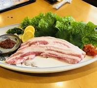 幻の豚東京Xのサムギョプサル数量限定で提供します。