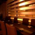落ち着いた雰囲気のテーブル席。