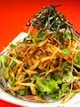 料理メニュー写真鮮魚とアボカドの新鮮野菜のサラダ/揚げごぼうと新鮮野菜のサラダ