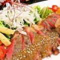 料理メニュー写真国産牛の鉄板炭火焼きステーキ