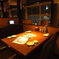 眺望の良い4名様用テーブル席【新宿で居酒屋・蟹・海鮮・和食のお店をお探しなら北海道へ】