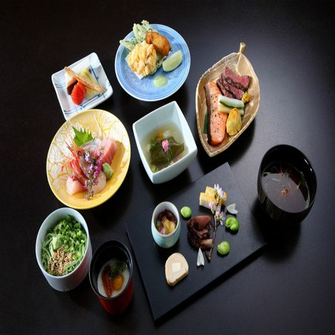 夜の会席料理・・・10,000円(税抜)コース(お飲み物代、サービス料(10%)別)