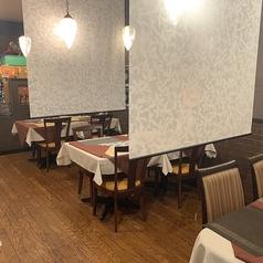 テーブル席はデートにぴったり☆店内はヨーロッパのレストラン風♪テーブル席を繋げてご宴会にもご利用頂けます。周りのお客様の接触を避けるために感染予防対策も行なっております。