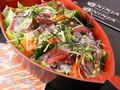 料理メニュー写真黒船彩り海鮮サラダ