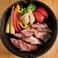 料理メニュー写真燻製ベーコンと季節野菜の盛り合わせ