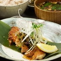 料理メニュー写真鶏ももグリルのちり酢かけ定食(六穀米・赤だし味噌汁・小鉢)