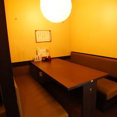 落ち着くテーブル席でゆっくりとお食事を!