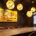 浮世絵が印象的なダイニング!!広々テーブル席でゆったり食事をお楽しみ頂けます♪