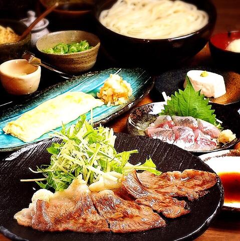 釜揚げうどんだけじゃない!利酒師厳選の日本酒と本格鉄板料理が味わえるお店です♪