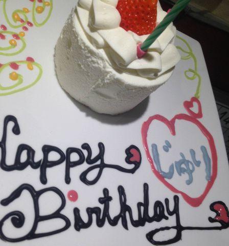 誕生日や記念日、歓送迎会などにおすすめ☆クーポンご利用で誕生日ケーキプレートを進呈いたします。プレートにお好きなメッセージが入れられますので、ご予約の際にお申し付けください。※ケーキの内容が変わる場合があります。