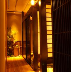 雰囲気の良い個室でデートなどにも利用可。