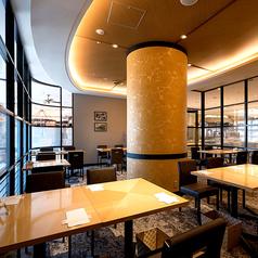 【南側個室(最大36名様)】ゆっくりお食事やご宴会をしていただけるように大型の個室をご用意しております。