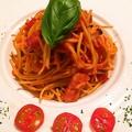 料理メニュー写真きのことベーコンのトマトパスタ