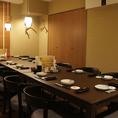 一番奥のテーブル席は完全にふすまで仕切られる個室になります。個室のご予約人数は13名様まで対応させていただきます。