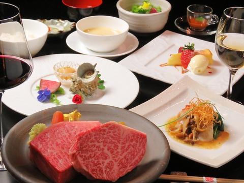 極上の松阪牛が堪能できるコースも6800円(税抜)からご用意!