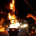 豪快に火柱を立てて焼き上げる、紋次郎名物「黒焼き」は必見です♪