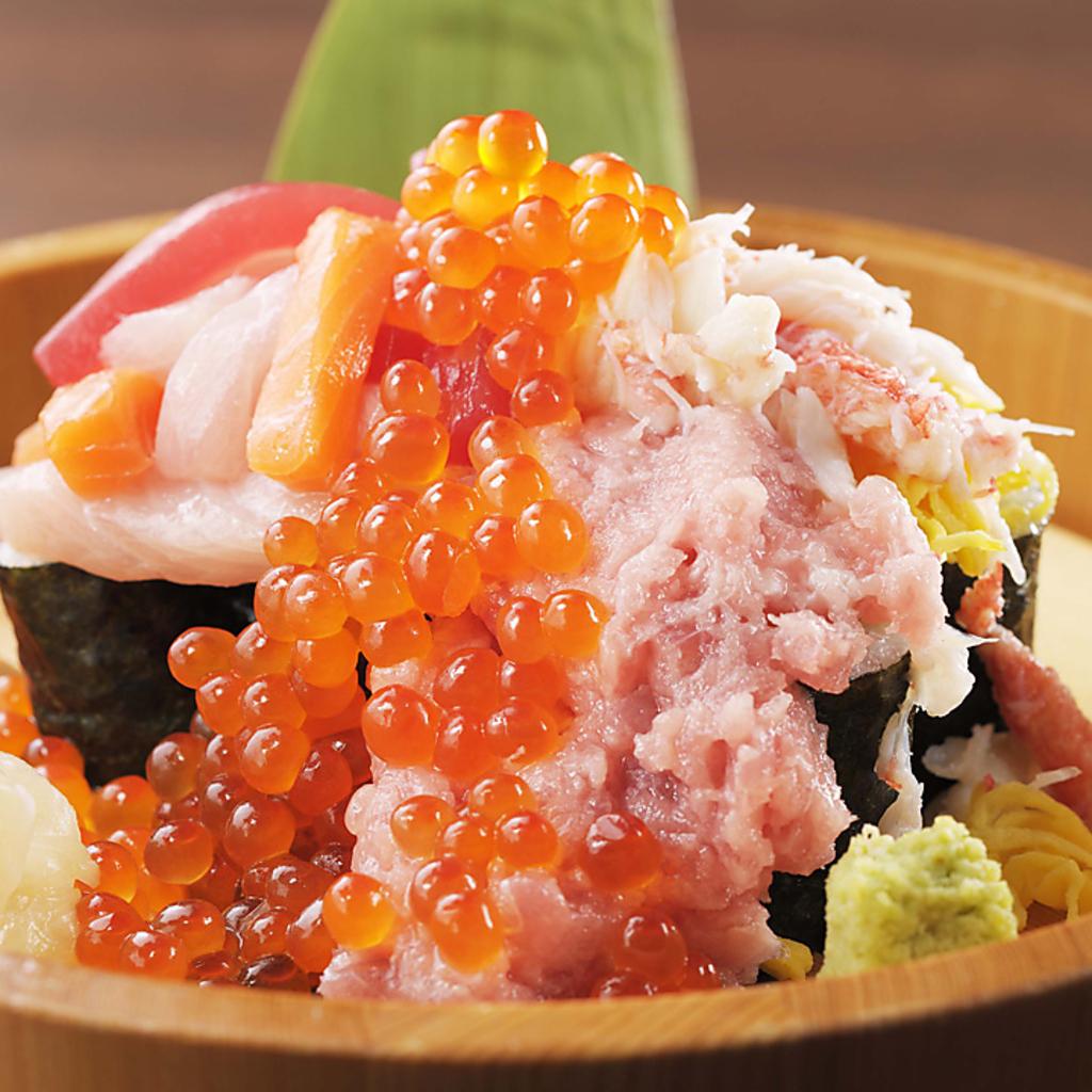 まぐろにホタテに蟹にイクラ!!海鮮たっぷりこぼれ寿司♪