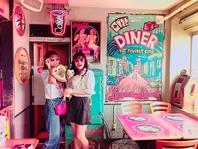 SNS映え必須!かわいいピンクと独特な世界観のあるカフェ
