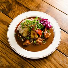 料理メニュー写真焼き夏野菜のチキンカレー