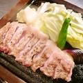料理メニュー写真黒豚の溶岩焼き