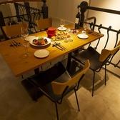 2F席のローテーブル席はゆったり落ち着ける設計