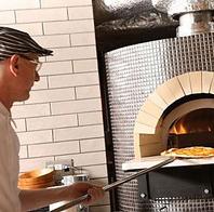 本格ピザ窯を使用したミラノピッツァを当店で。