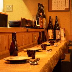 目の前にキッチンがあるカウンター席は、特に常連様に人気のお席となっております!早めに埋まってしまうお席となっておりますので、ご予約されての来店がベストです★落ち着いた空間の中で、是非ごゆっくり食事をお楽しみください。