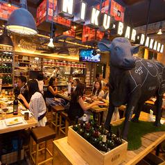 組み合わせ自由なテーブル席は女子会や誕生日会にもぴったり!!ちょっとリッチにステーキでお祝い♪でもリーズナブル☆オシャレな空間のバルで、本格肉料理と赤ワインをとことん堪能してください!前菜からメイン料理まで、お肉のみで楽しめるお店です♪♪