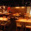 テーブルエリアは、最大30名でのご宴会にもおすすめです。開放的な店内は自由自在!