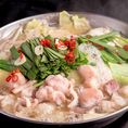 系列店で長年人気のもつ鍋が専門店として登場!厳選した5種類のモツ使用した絶品の本格博多もつ鍋が味わえます。