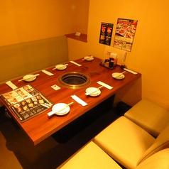 焼き肉を食べながら楽しい会話に花を咲かせましょ♪個室席なら周りに気兼ねなく、ゆったりした時間を過ごせます☆個室ご指定のお客様は、1組様人数に関わらず12000円以上のお食事をお願いしております。