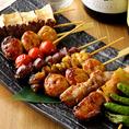 アラカルトメニューも充実!鶏料理と一緒にゆったりとお酒をお楽しみください。