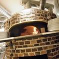 イタリア直輸入の石窯です。450度の熱で美味しく焼き上げます☆