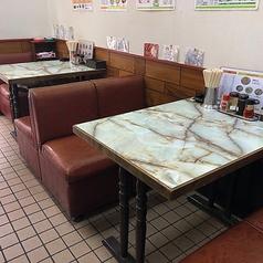 テーブル席【2人~3人席】1階ですので、ご注文やお料理の提供など大変スムーズです!お一人様や女性でも入りやすい!少人数でのお食事、時間のないサラリーマン、会社帰りのちょい呑みやお食事など様々なシーンでご利用いただけます。~下町ブームの旅行のお食事なども「町中華」がピッタリです。
