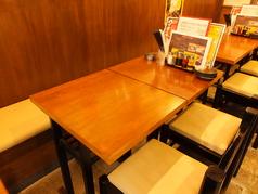 4名テーブルを6卓ご用意しております!お席はくっつけることが出来るので大人数でのご来店もお気軽にどうぞ♪