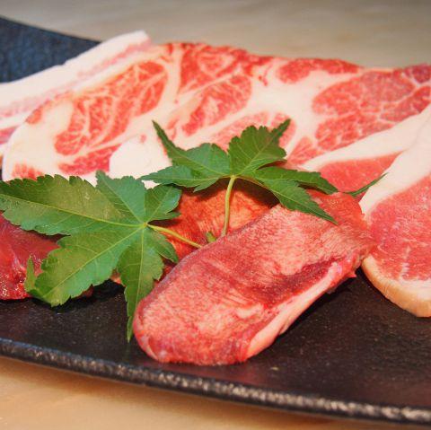 契約牧場から仕入れる最高級神戸ポークは柔らかく、上質な脂で肉の旨みたっぷり。
